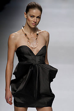 Stella McCartney Spring/Summer 2009 :  modern womens clothing designer clothing evening