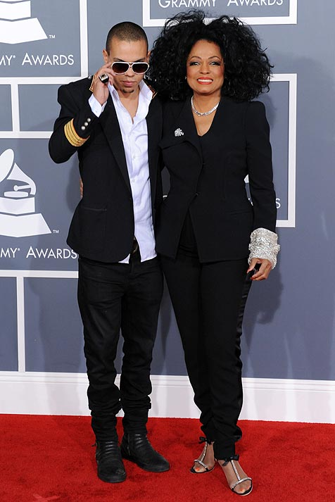 red carpet grammys 2012 hellomagazinecom