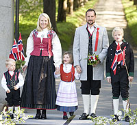 Yahoo! Canada Answers - Traditional Clothing in Belgium?